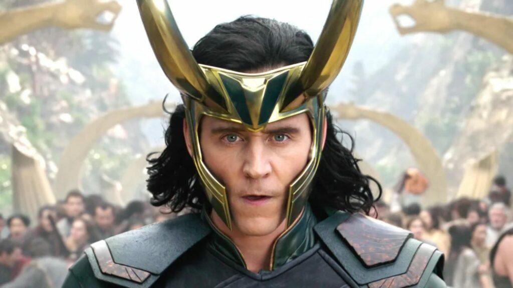 Loki recensione e prime impressioni del primo episodio della nuova serie TV Marvel con protagonista il dio dell'inganno